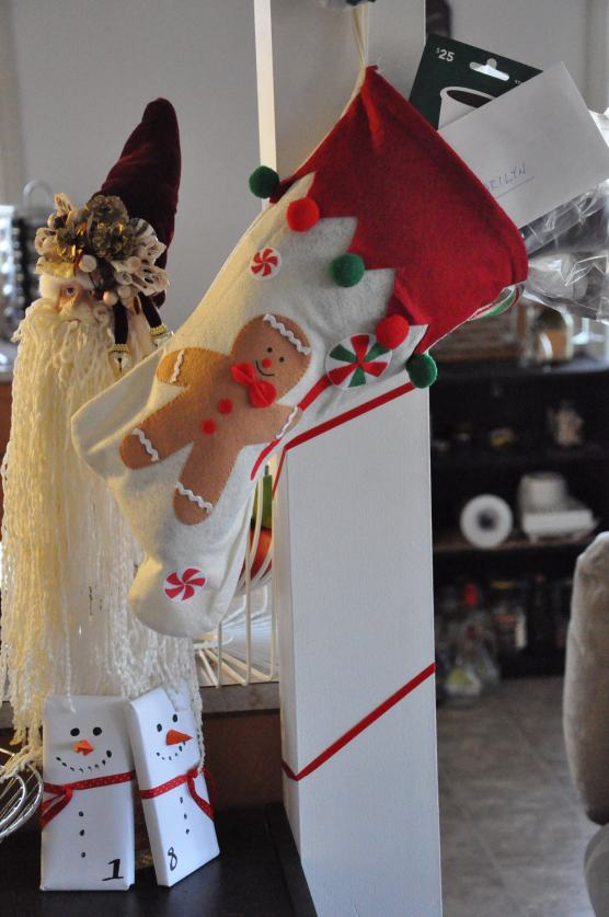 Easy Decorations: Stocking, Santa Wine, Snowmans